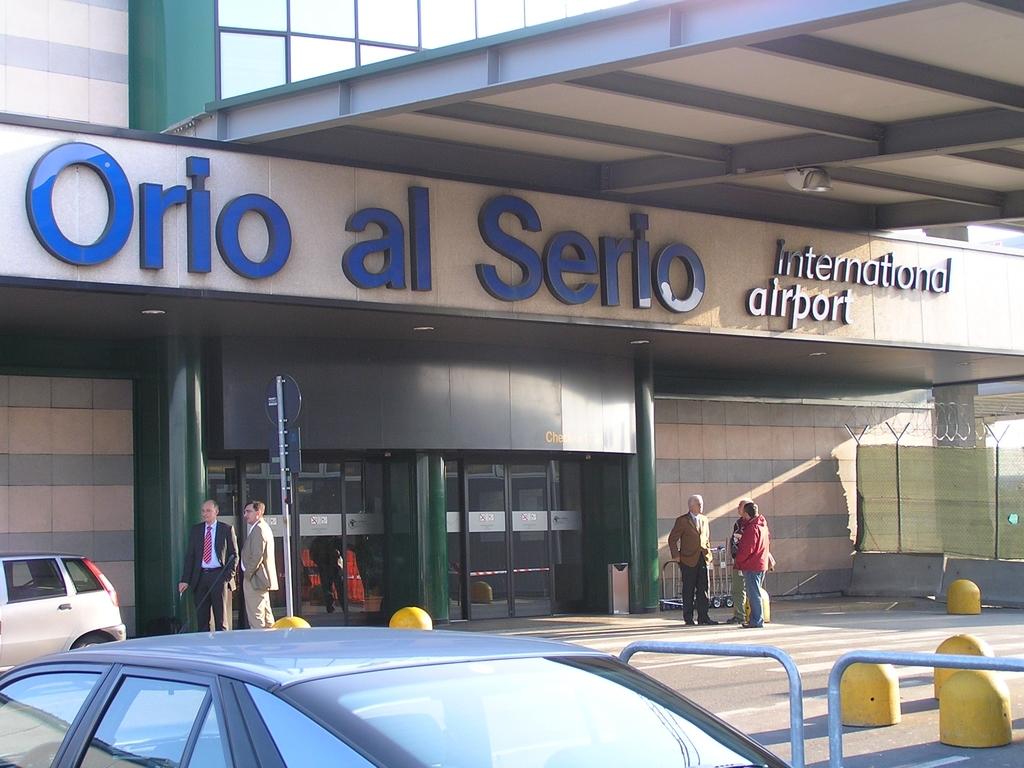 Airport Orio Al Serio : Bergamo orio al serio italy