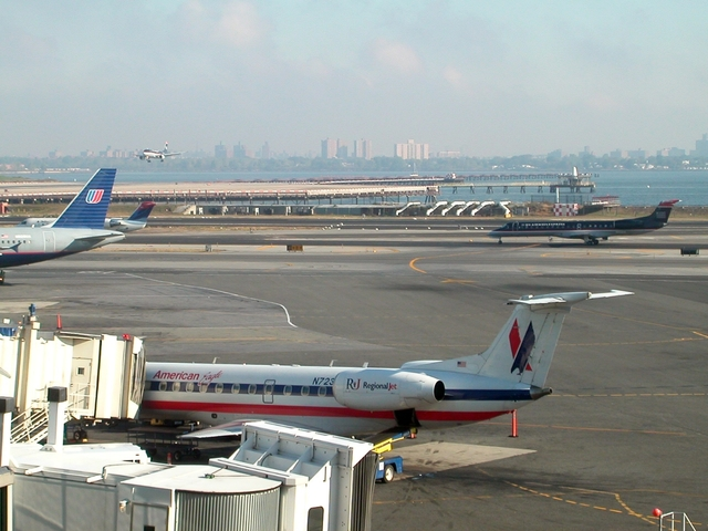 Photo of La Guardia Airport by Basile Baron